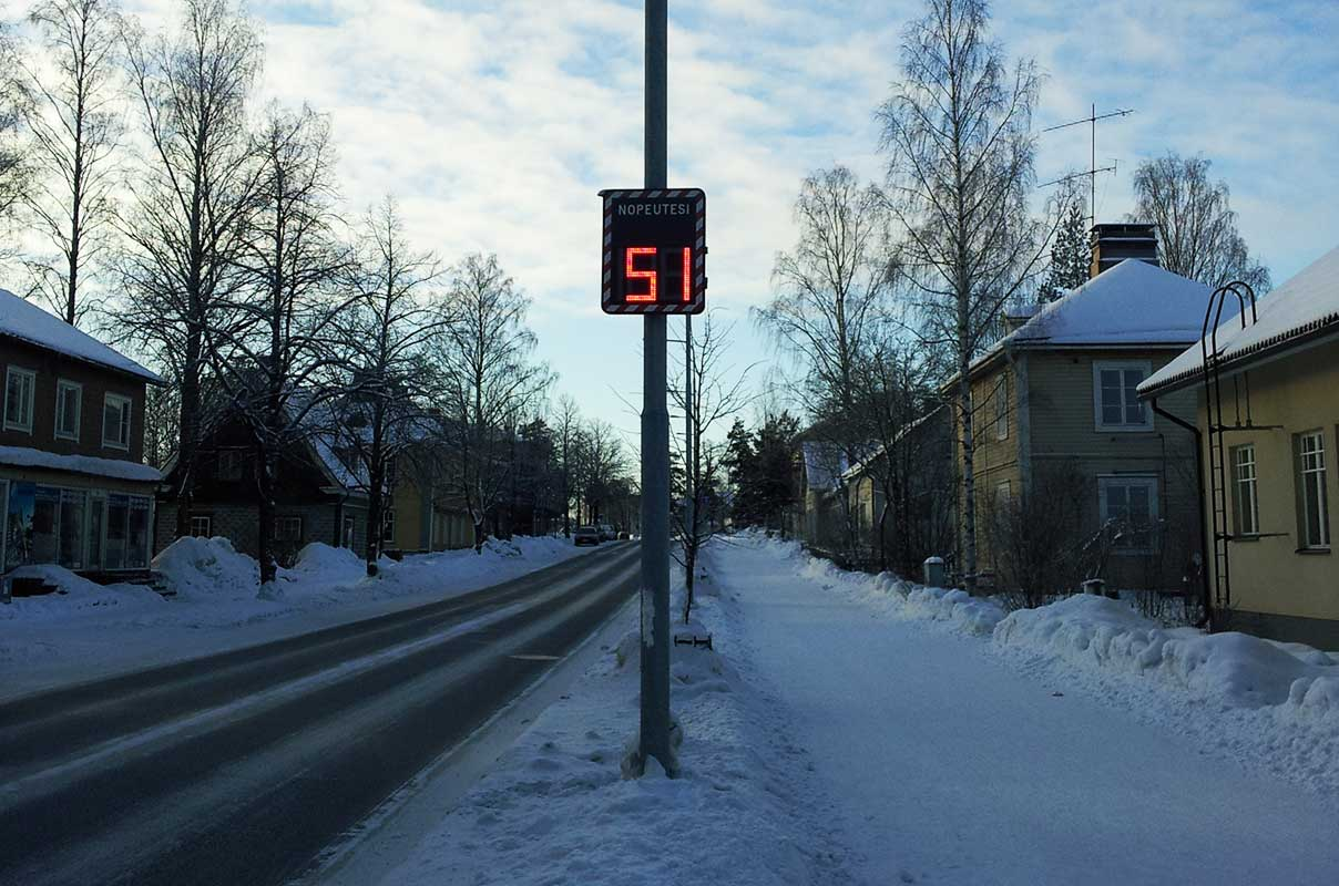 Sierzega GR32C Radar Message Sign Speed Awareness on Icy Road Finland