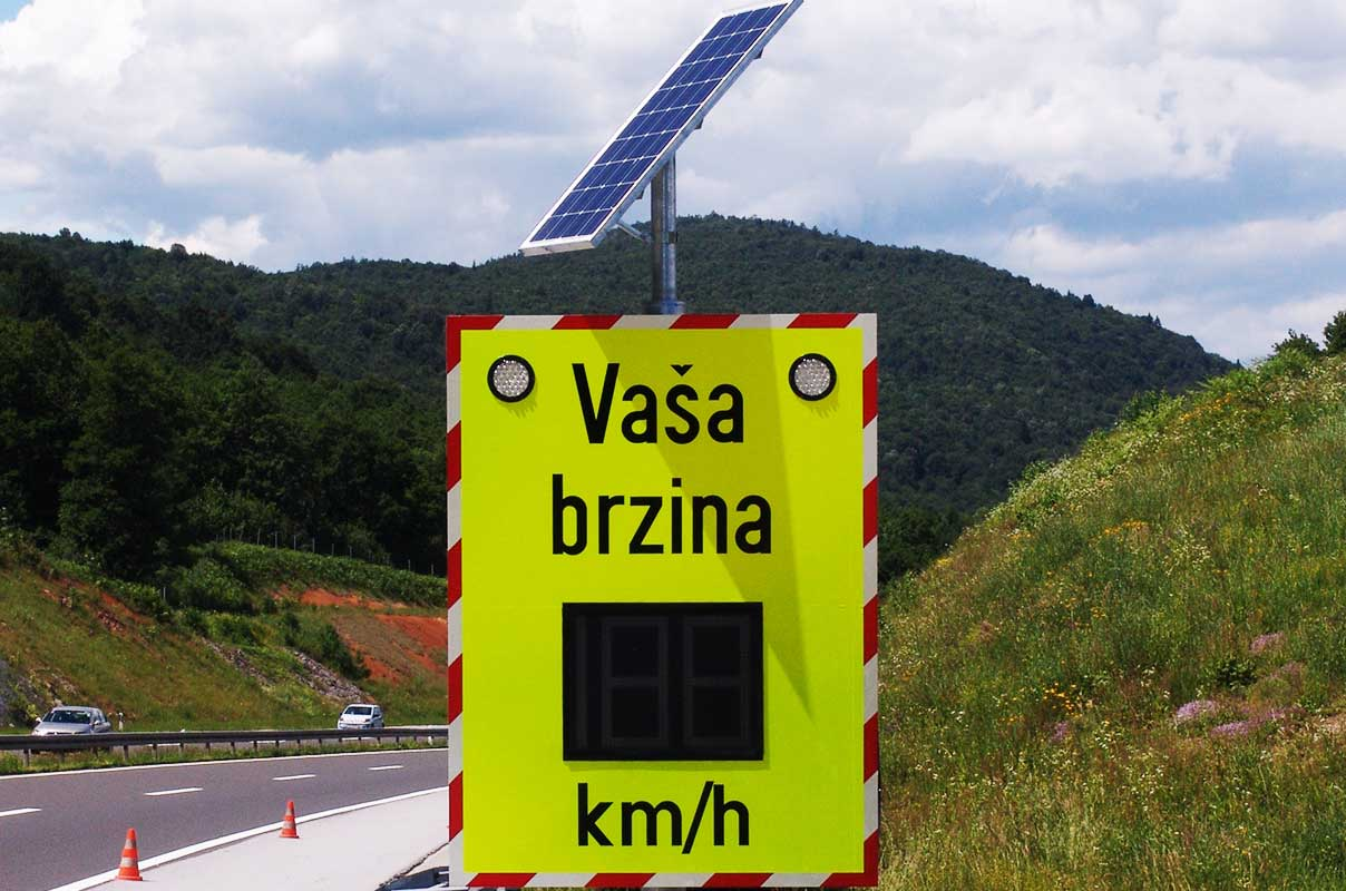 Sierzega Solar Vehicle Activated Sign VAS Traffic Technology Freeway Croatia