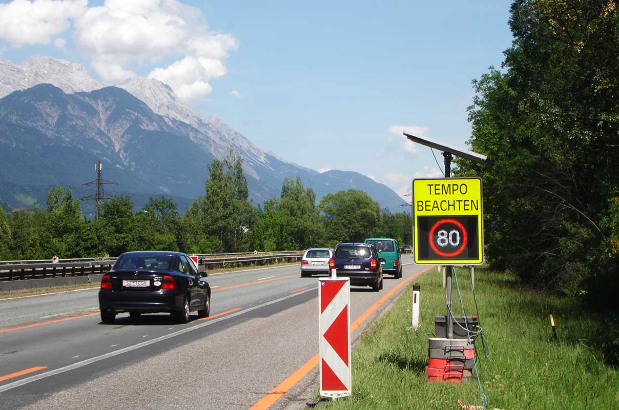 Sierzega 4545 Solar Full Matrix Variable Speed Limit Sign Freeway Construction Site Austria