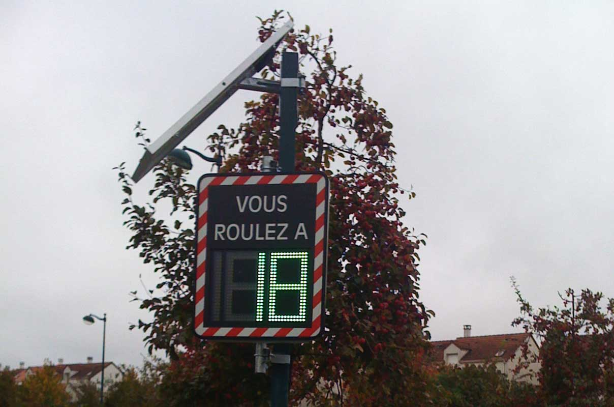 Sierzega GR32C Pole Mounted Display PMD Making Road Safer France