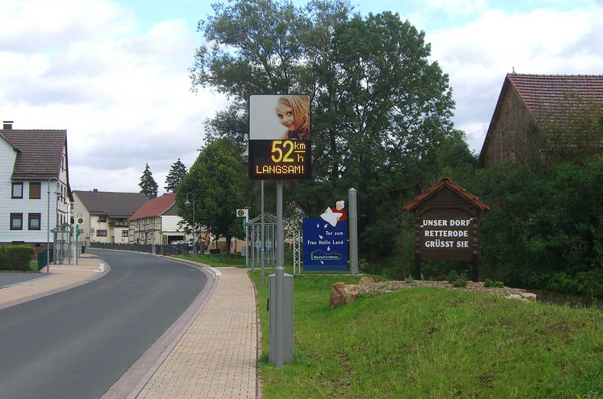 Sierzega Speedpacer 4568C Intelligent Traffic Sign and Information Display City Limit Entry Road Germany